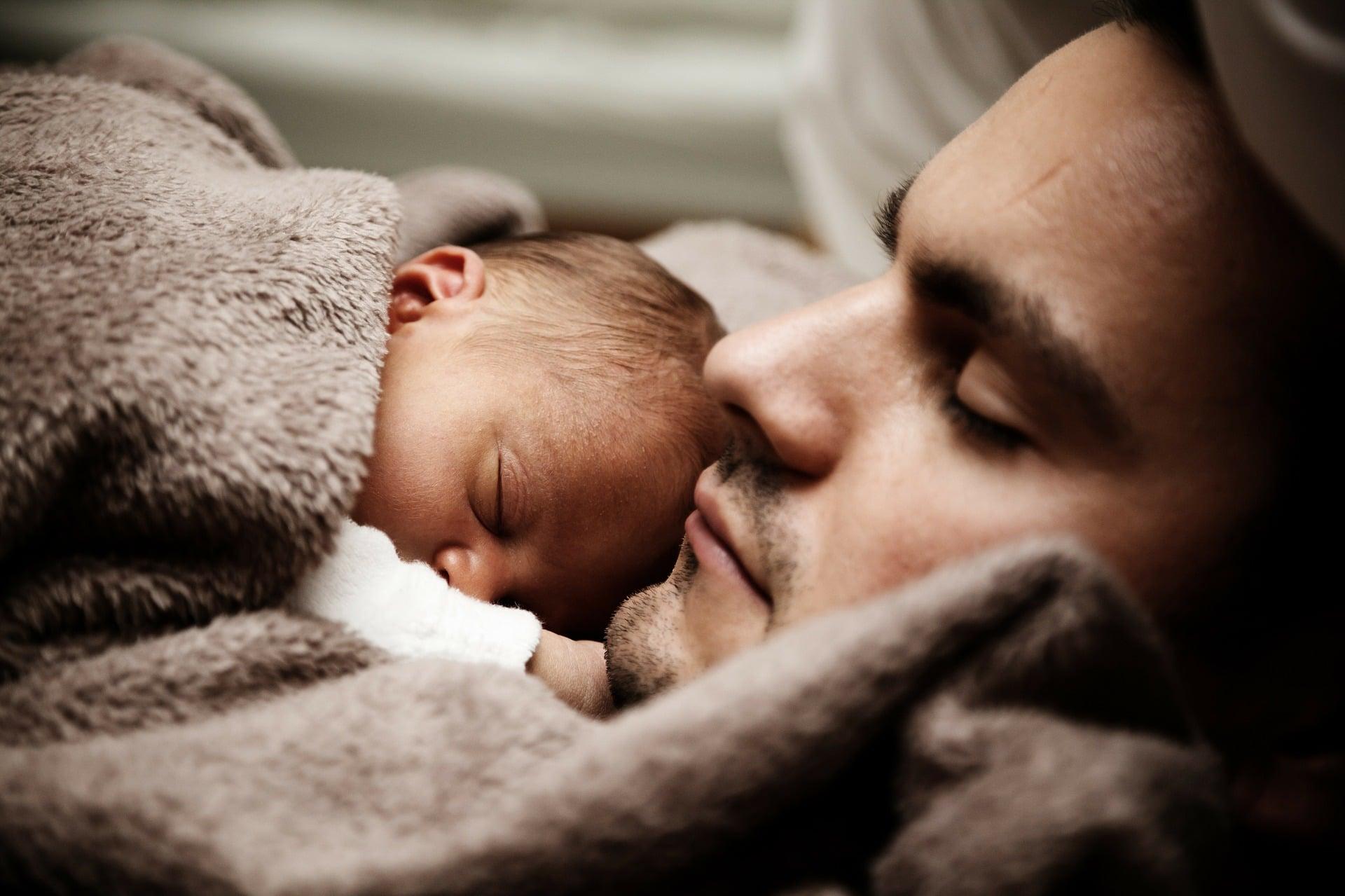 Geen toerist in eigen gezin: emancipatie van vaders begint bij opwaardering zorg